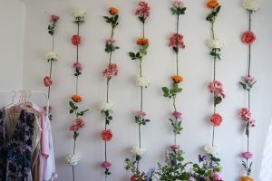 bunga untuk dekorasi ulang tahun sederhana? kenapa tidak?