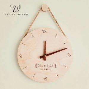 Jam dinding untuk mendekorasi rumah adalah hadiah anti mainstream juga lho