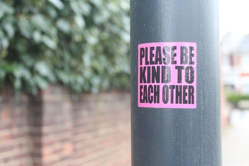 sticker yang menarik bisa menjadi media promosi